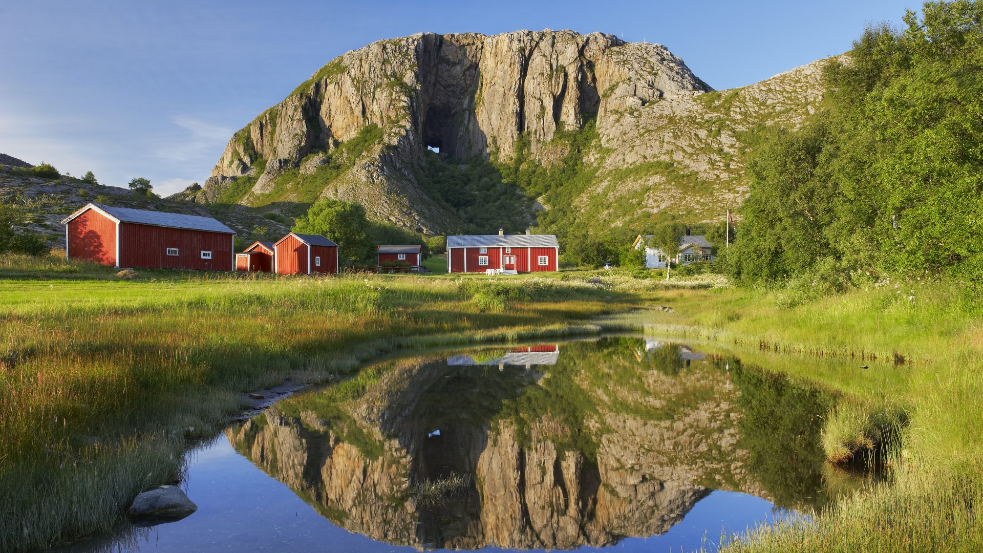 Brønnøy kommune - Torghatten - Fra: www.nordnorge.com