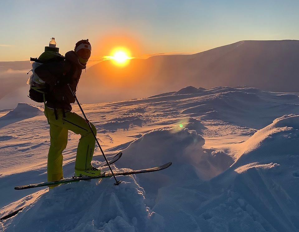 Rolf einar på ski på fjelltopp