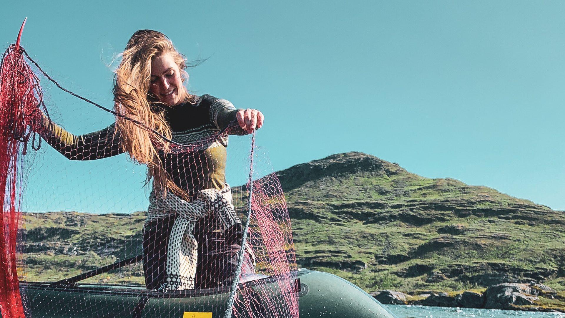 Elisabeth fisker fra kajaken