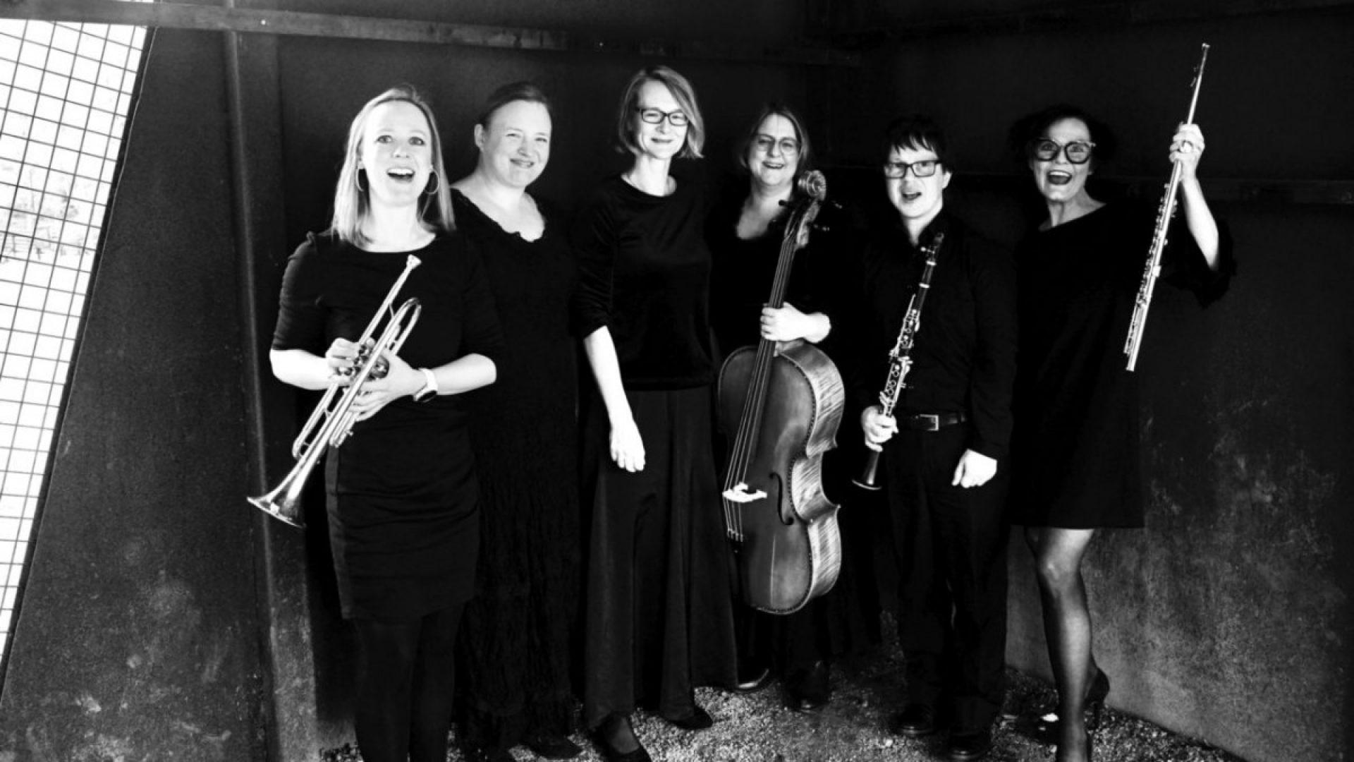 Medlemmene i Bravo Bravissimo, med instrumenter