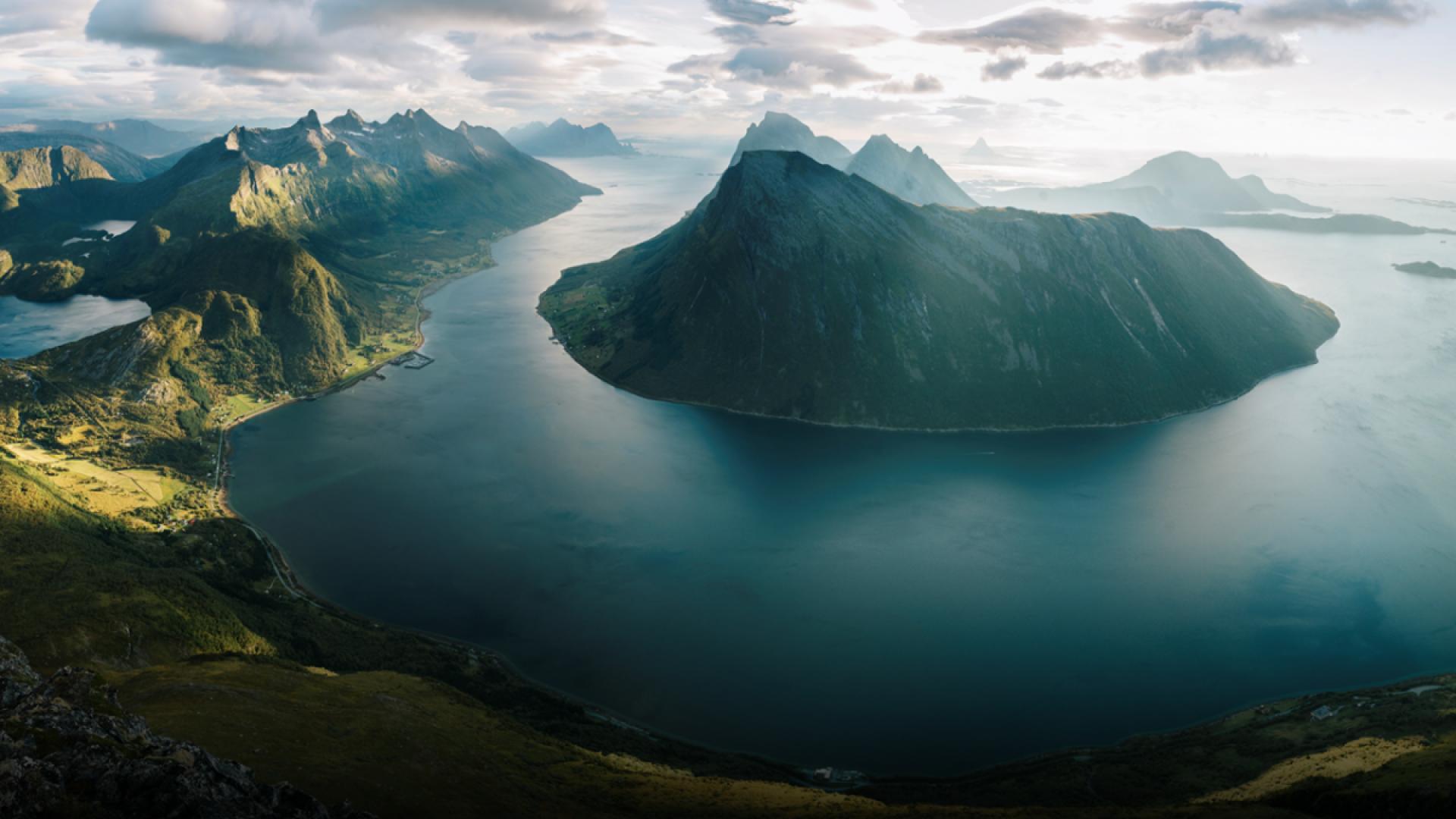 Fjell og hav på Helgeland