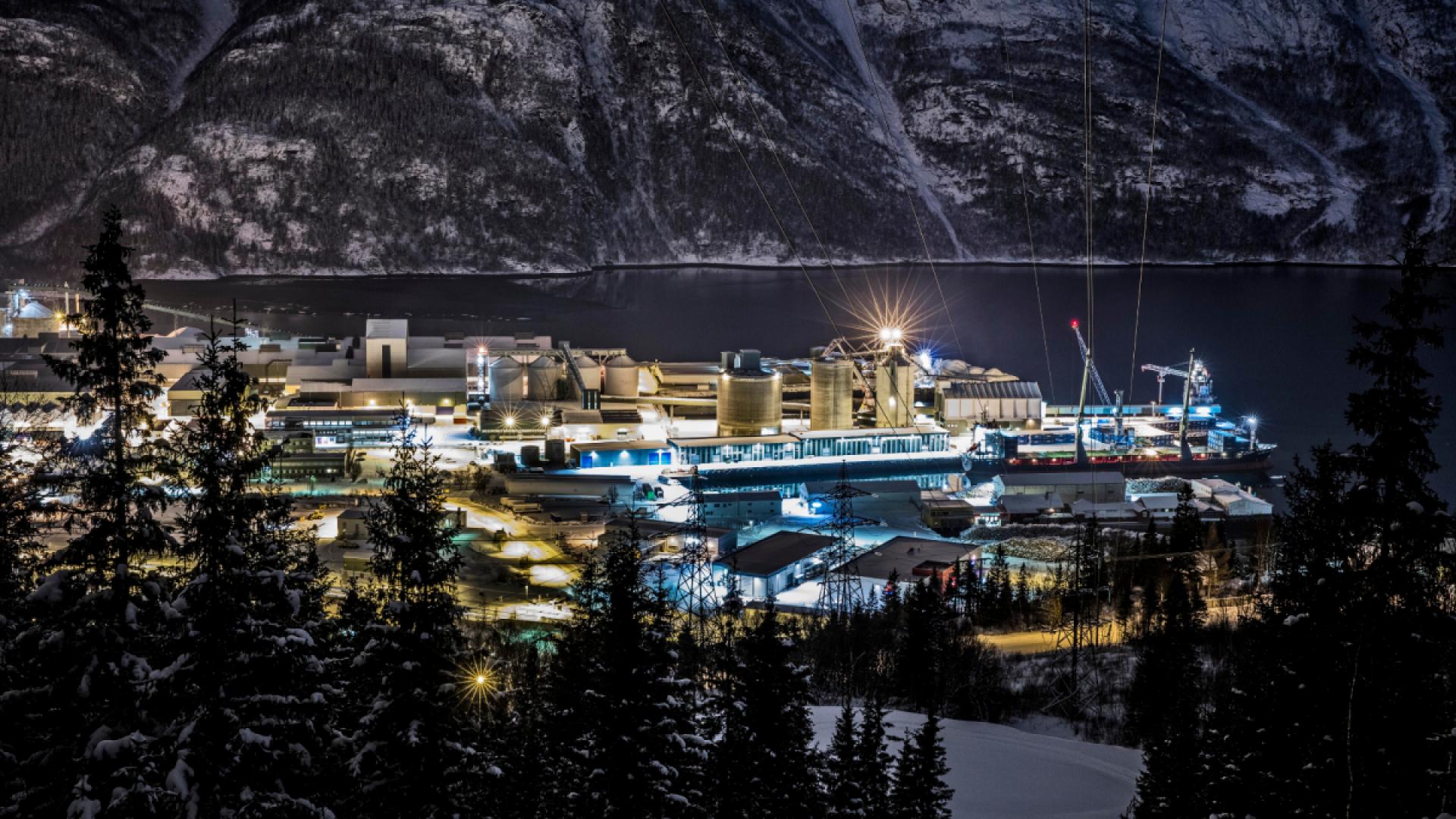 Alcoa aluminiumsverk i Mosjøen by night, Vefsn kommune