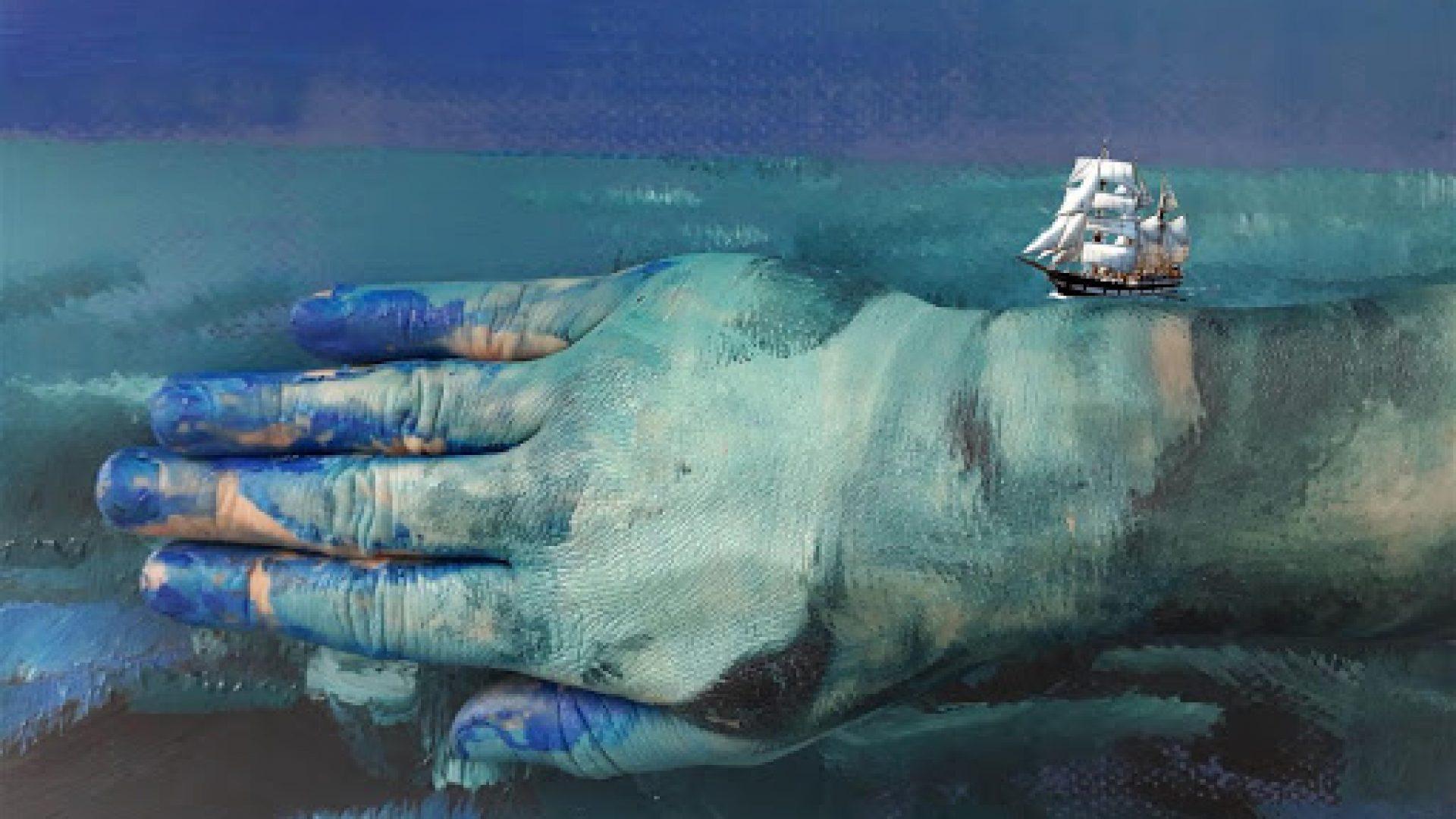Skip som flyter på ei blå hånd
