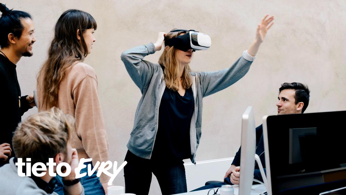 Unge ansatte som tester VR-briller