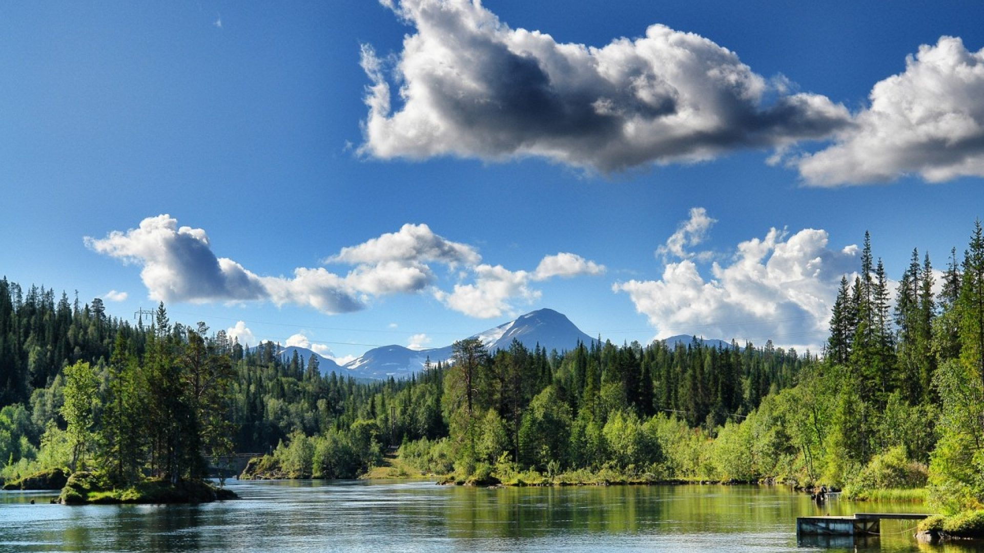 vakkert landskapsbilde sol og fint vær på Helgeland